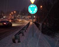 В Смоленске поставили дорожный знак посреди тротуара