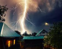 В Смоленской области из-за удара молнии сгорел дом
