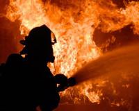 В Смоленске загорелся ангар на Краснинском шоссе