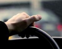 Водитель иномарки сбил двух подростков на мопеде и уехал с места аварии