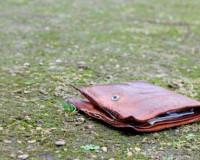 Девушка лишилась денег после похода в смоленский бар