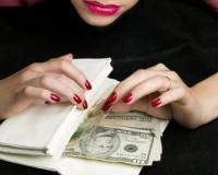 Бизнес-леди из Смоленска «нагрела» клиентов на 17,7 миллиона рублей