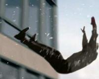 В центре Смоленска пожилой мужчина выпал из окна