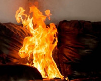 Бдительные соседи спасли женщину из горящей квартиры