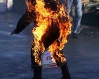 Неосторожный курильщик едва не сгорел заживо в гараже