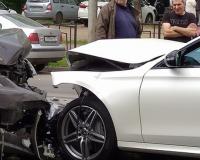 На Покровке участники жёсткой аварии устроили потасовку (фото,видео)