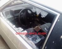 В Смоленске неизвестные снова бьют припаркованные автомобили