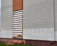В Смоленске обвалилась часть стены многоэтажного жилого дома