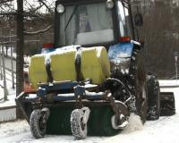 В областном центре коммунальщики продолжают борьбу со снегом