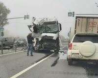 Видео: В Смоленской области на трассе случилась серьезная авария с большегрузами