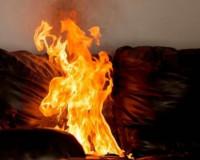 В Смоленской многоэтажке загорелся диван