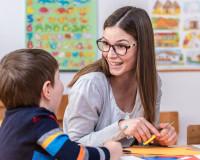 Какие зарплаты у смоленских воспитателей