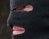 В Красном неизвестные в масках ограбили кассира банка и почтальона