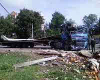 В Смоленске перевернулась фура