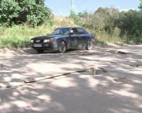 Более 10 лет поселок в Смоленской области отрезан от мира бездорожьем