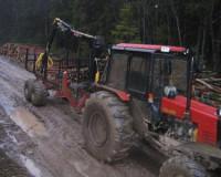 Из колхоза под Смоленском заезжие гастролеры пытались угнать два трактора