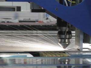 Расплавление и испарение металла с помощью лазерного луча
