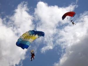 Свой профессиональный праздник отметили смоленские парашютисты