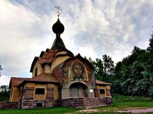 Реставраторы восстанавливают Храм св.Духа в Талашкине