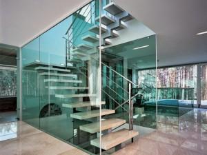 Использование стекла в интерьере дома