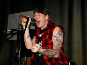 «Тараканы!» предложили смолянам акустический панк-рок
