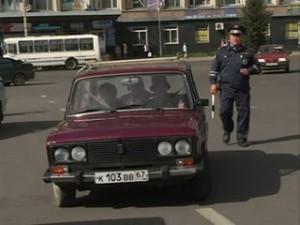 Смоленских водителей призывают включать ближний свет фар