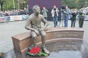 В Демидово возвысился памятник Юрию Никулину