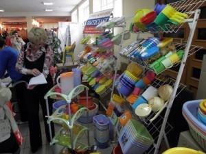 В зале «Молодость» представили образцы продукции местных производителей, и лучшим из них вручили кубки, дипломы и подарки от спонсоров