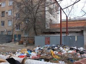 Несанкционированная свалка возле дома в Смоленске