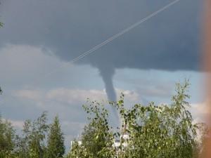 В Смоленской области смерч повредил крыши домов