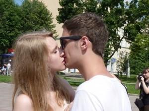 Желающих целоваться принародно нашлось немного