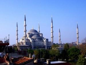 Все любители архитектурных и исторических достопримечательностей по достоинству оценят Стамбул, историческое название которого Константинополь