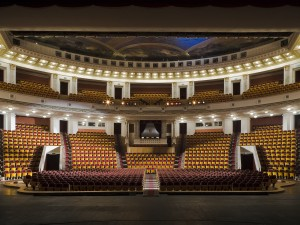Театр: убежать от действительности