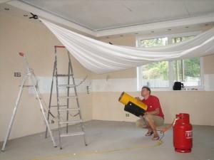 Применение натяжных потолков при отделке небольших помещений