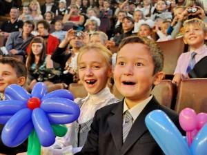 В Смоленске сотрудники следственного управления вместе с детьми из реабилитационного центра сходили в цирк