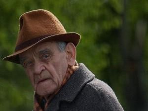 В Смоленской области мошенник украл все деньги у 87-летнего пенсионера