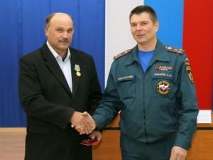 Сотрудник смоленского МЧС получил награду за спасение утопающего