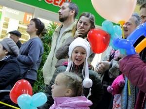 День Матери отметили в Смоленске благотворительной акцией