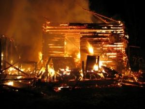 Неосторожное обращение с огнем привело к пожару в Смоленской области