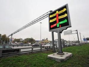 В Смоленске на остановке «Площадь Победы» устанавливают информационное табло