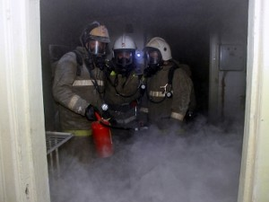 Пожар случился в Ярцево Смоленской области из-за короткого замыкания холодильника