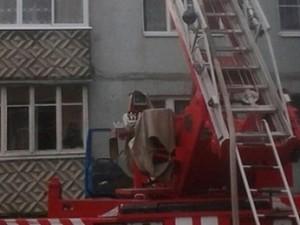 Полуторагодовалый малыш закрыл свою маму на балконе в Смоленской области