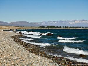 Озеро «Буэнос-Айрес — Хенераль-Карера» — волшебное место, наполненное шелестом лазурных волн и сиянием розового гранита