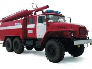 Министр Владимир Пучков передал администрации Вяземского района новый пожарный автомобиль