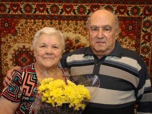 Супружеская пара в Смоленске отметила бриллиантовую свадьбу