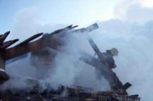 Под Смоленском огонь уничтожил частный жилой дом