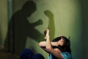 Смолянка систематически избивала сына