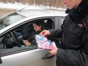 В Смоленской области инспекторы ДПС раздавали «валентинки»