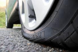 В Смоленске пять машин пробили колеса на улице Маршала Еременко