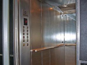 В Смоленске по программе капремонта заменят 650 лифтов
